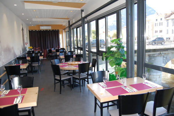 chaises et tables restaurant